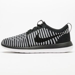 Nike | Roshe Two Flyknit Black and White